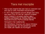 tiara met inscriptie