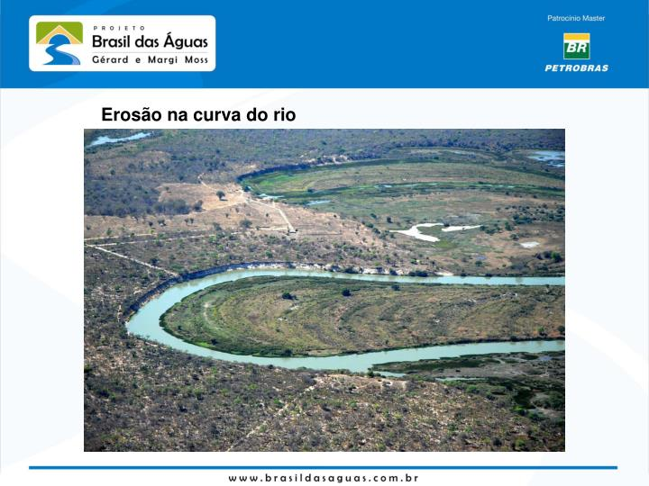 Erosão na curva do rio